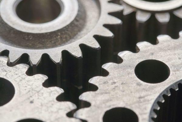 Ingranaggi di una macchina (combinatoria) al lavoro per produrre contenuti